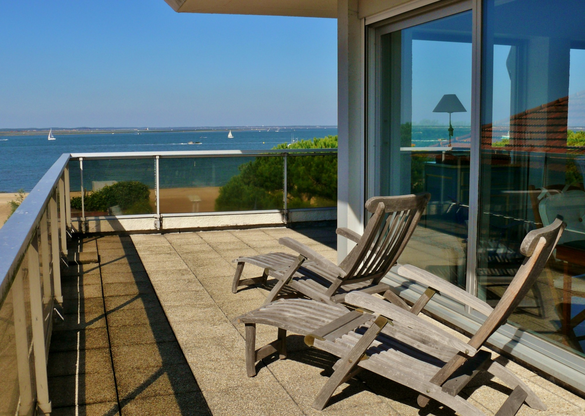 arcachon centre ville appartement dernier tage terrasse vue mer barnes bassin d 39 arcachon. Black Bedroom Furniture Sets. Home Design Ideas