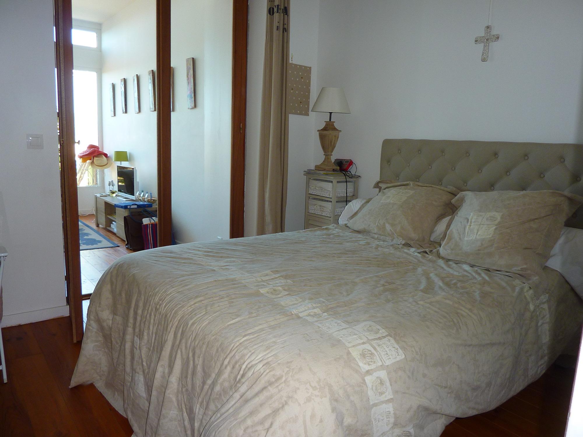 arcachon appartement de bord de mer acc s direct la. Black Bedroom Furniture Sets. Home Design Ideas