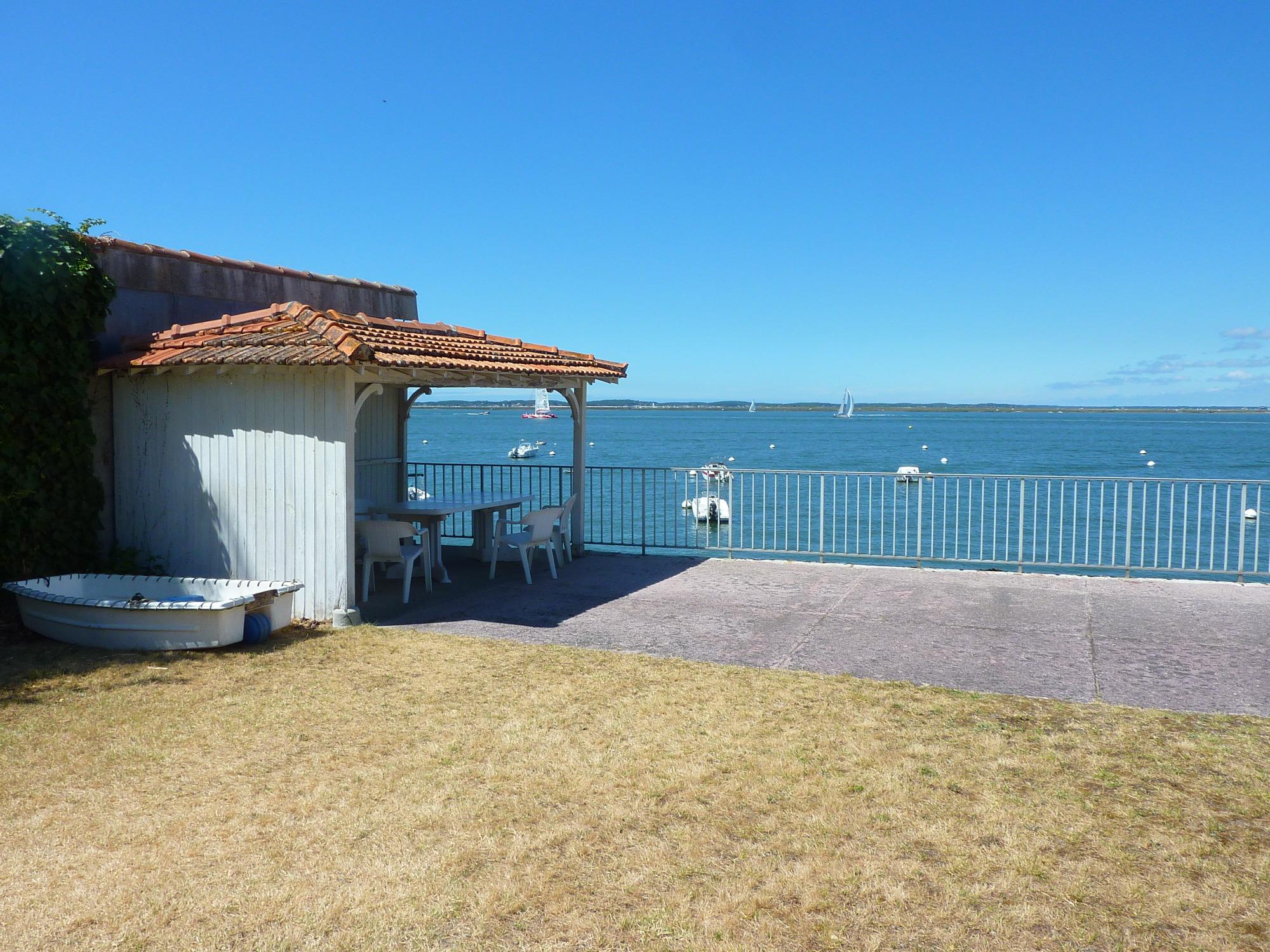 Arcachon appartement de bord de mer acc s direct la plage barnes bassin d 39 arcachon - Maison bassin d arcachon location nice ...