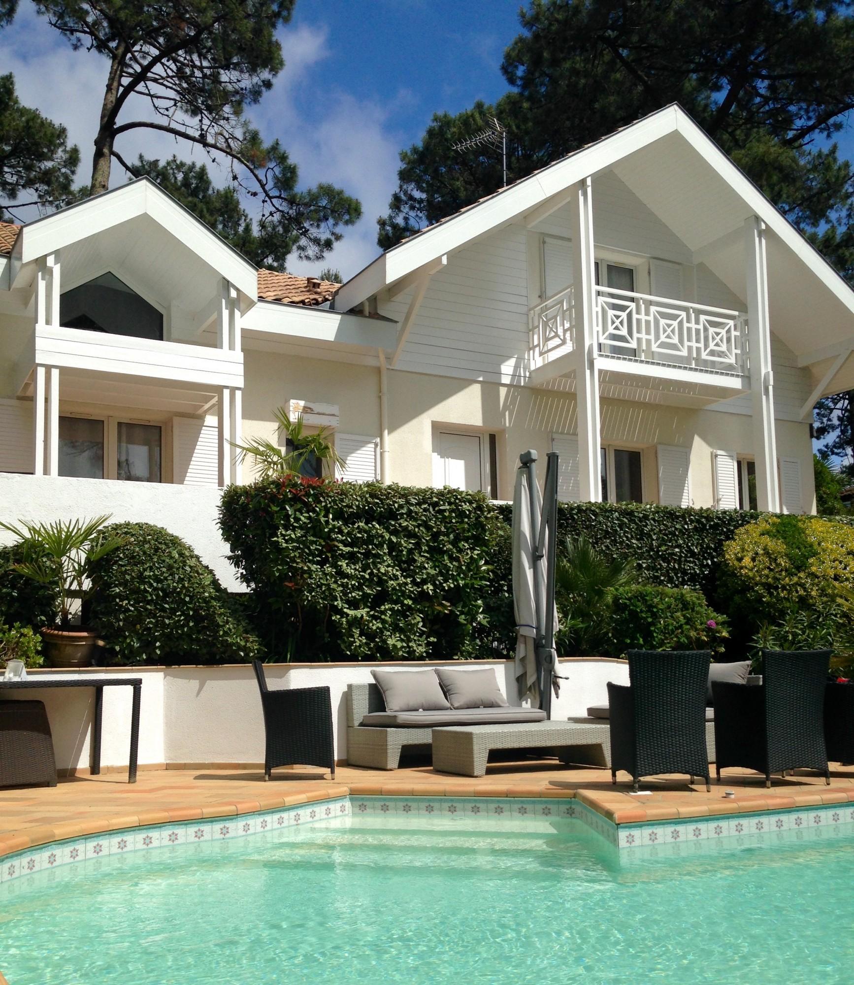 Pyla sur mer magnifique villa exclusivit barnes pyla for Belles maisons du bassin