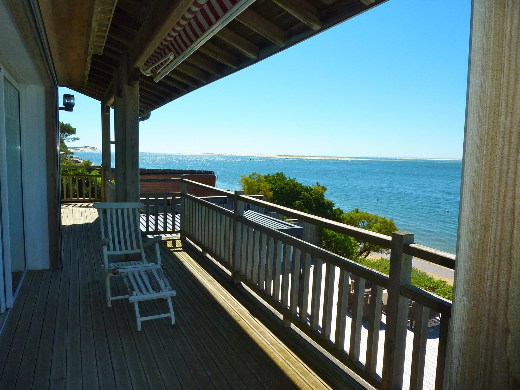 À vendre PYLA SUR MER belle villa en première ligne, piscine, terrasses en IPÉ, 5 suites, accès direct à la mer