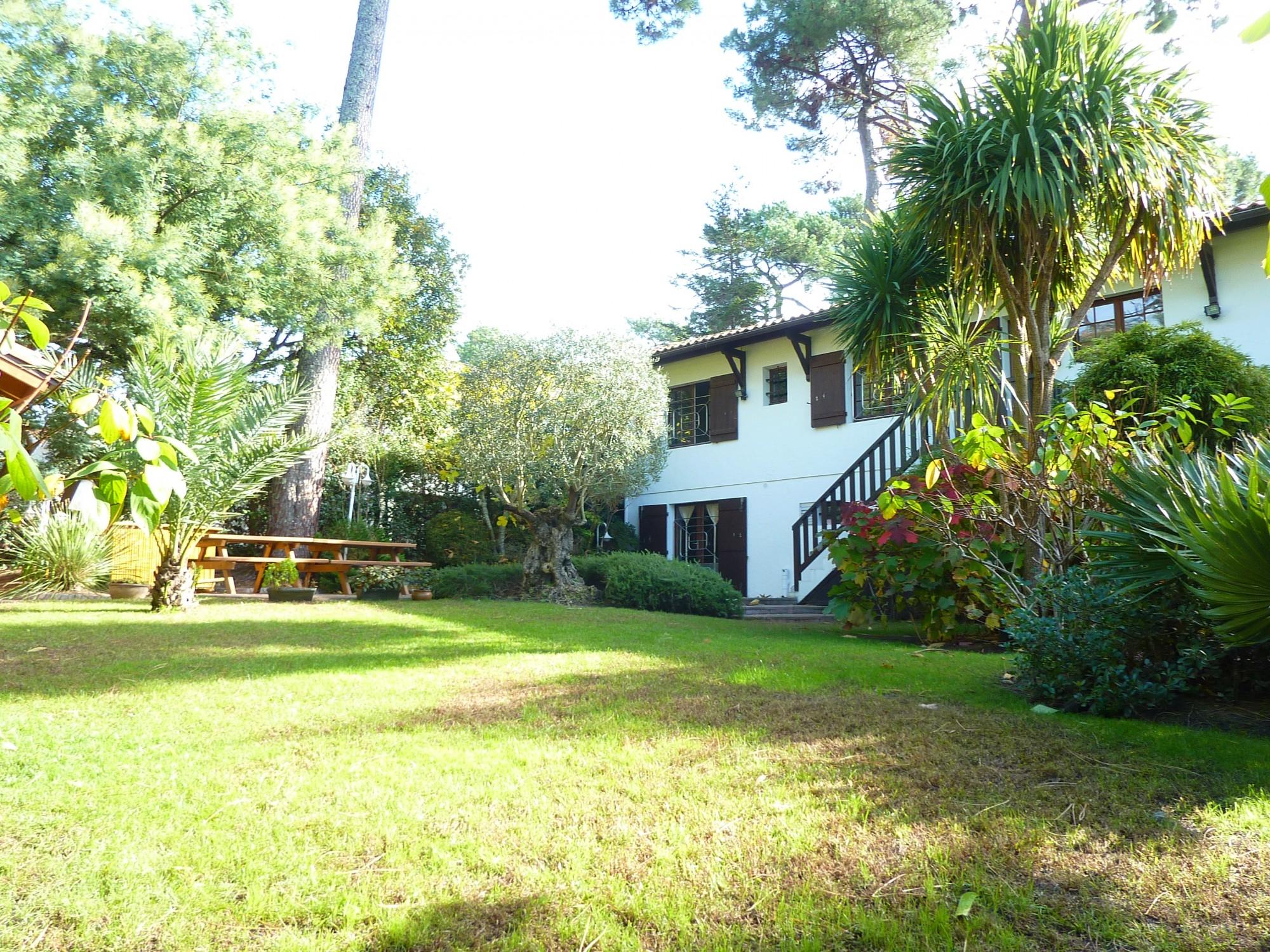 Villa traditionnelle à vendre avec un joli jardin paysagé, un sauna et un jacuzzi, PYLA SUR MER/MOULLEAU 33115