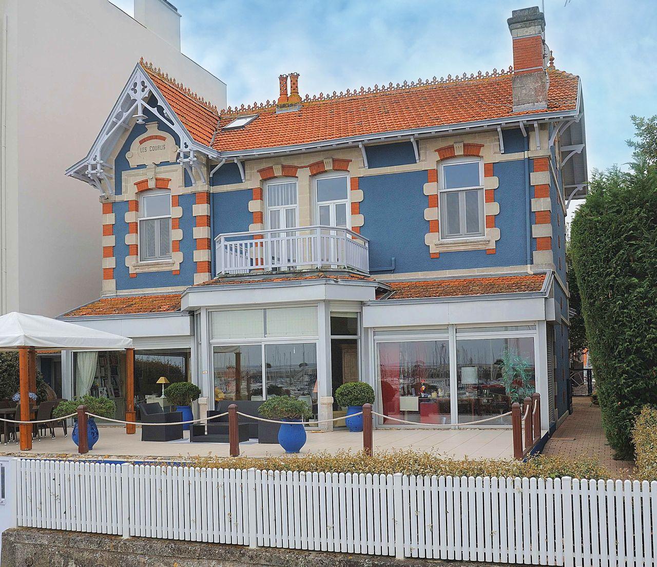 arcachon authentique villa des ann es 30 en front de mer. Black Bedroom Furniture Sets. Home Design Ideas