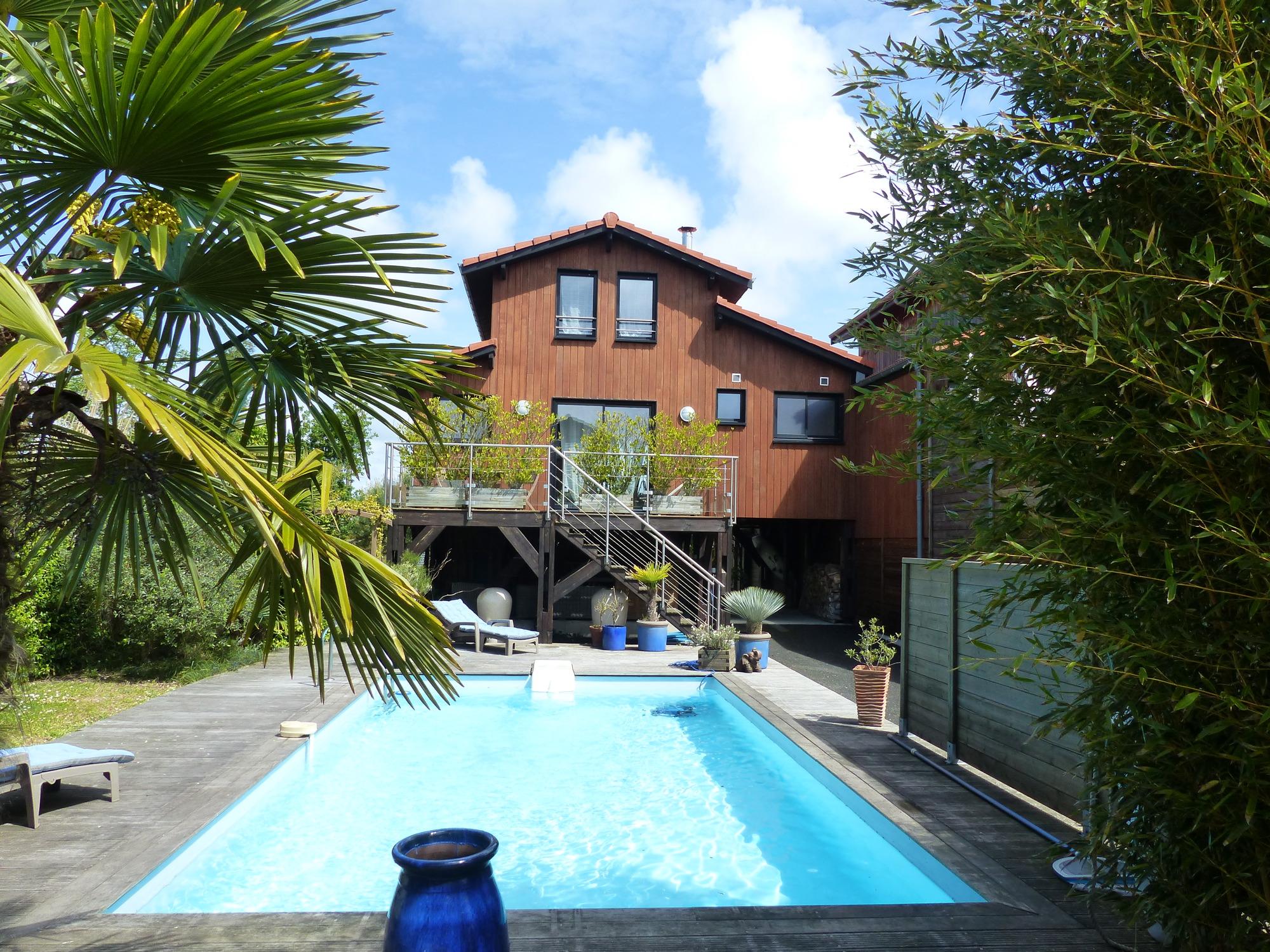 Bassin d 39 arcachon environnement exceptionnel villa bois for Piscine arcachon
