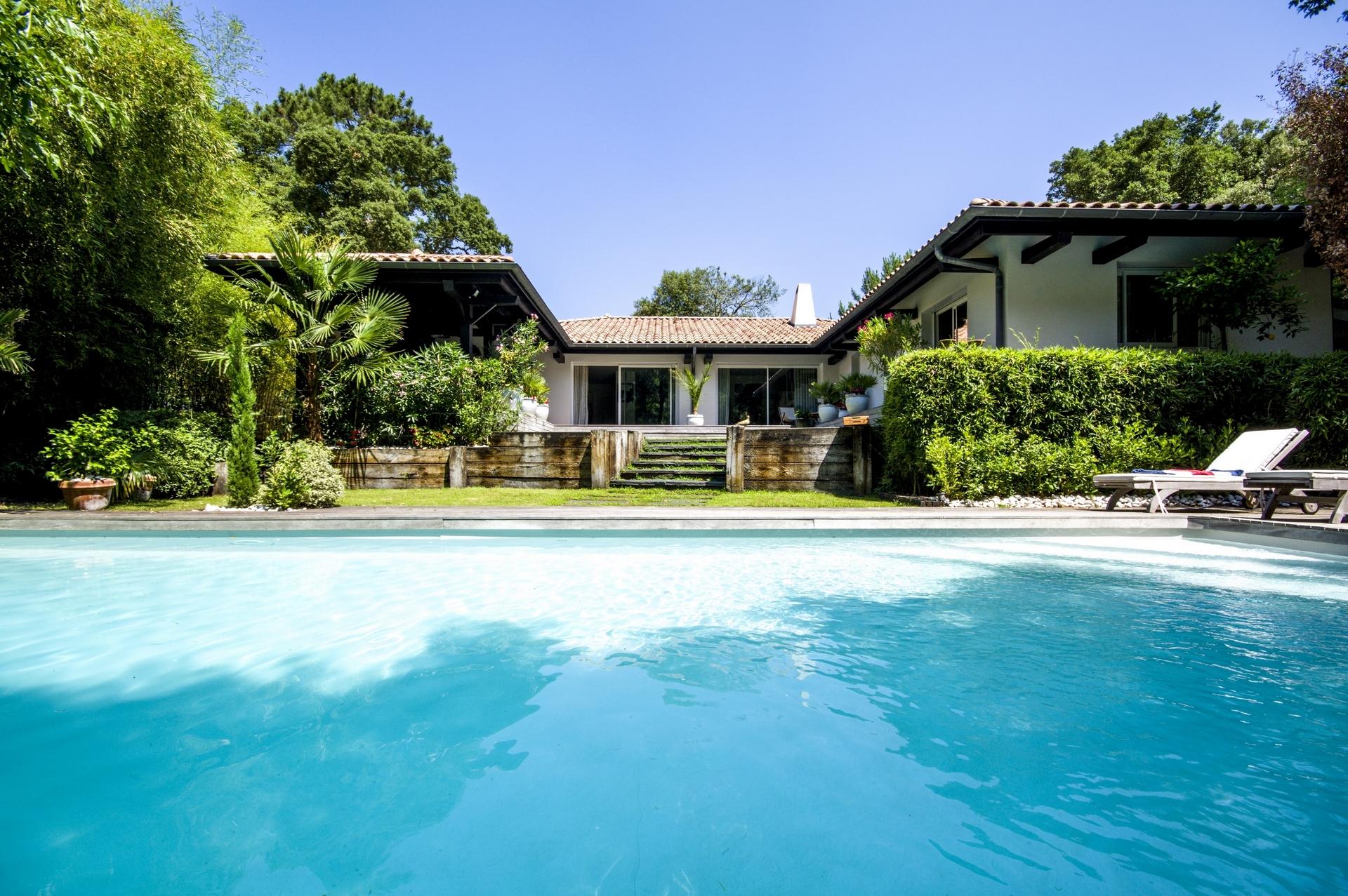 Achat pyla sur mer proche moulleau superbe villa avec for Achat piscine