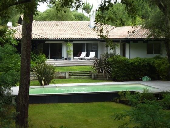 Villa aux prestations haut de gamme, dans un quartier habité à l'année, proche du CERCLE DE VOILE AU PYLA SUR MER