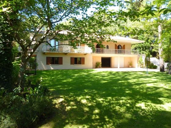 Pour vivre à l'année au Pyla et proche du Moulleau, un quartier animé toute l'année, maison idéale pour grande famille car beaucoup d'espace