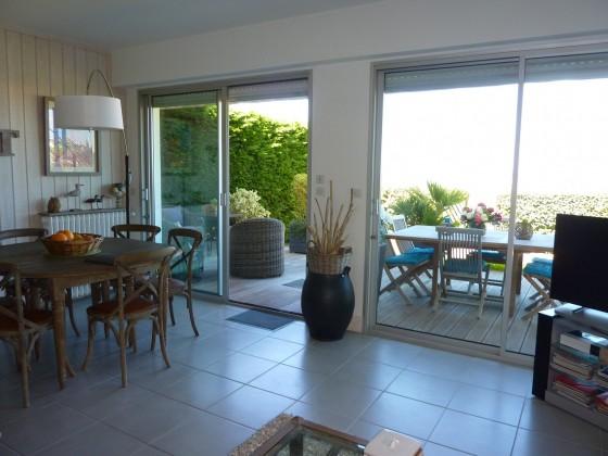 Cet appartement dispose d'un beau séjour lumineux avec vue mer et la plage d'Arcachon