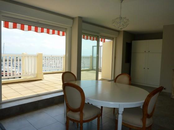 Dans une résidence très recherchée, appartement à vendre de 48 m2 avec terrasse de 27 m2 vue mer Arcachon 33120