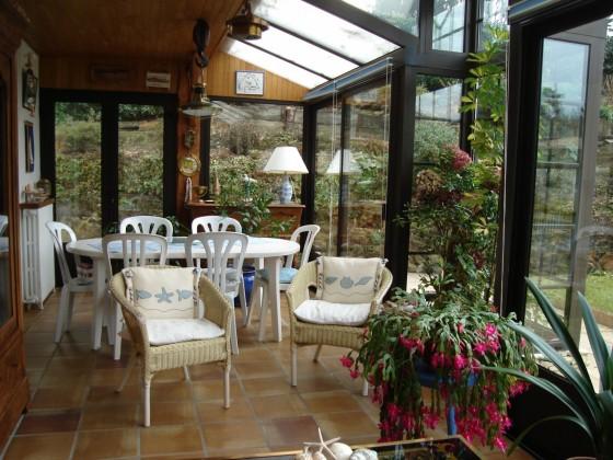 Située au Pyla sur mer, villa de construction traditionnelle avec 4 chambres, grande véranda, atelier et garage de 25 m2 : beaucoup de potentiel