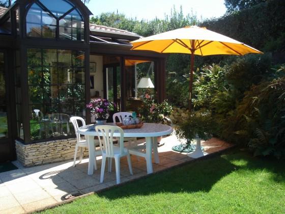 Villa traditionnelle avec cuisine, séjour, 4 chambres, garage de 25 m2 et atelier