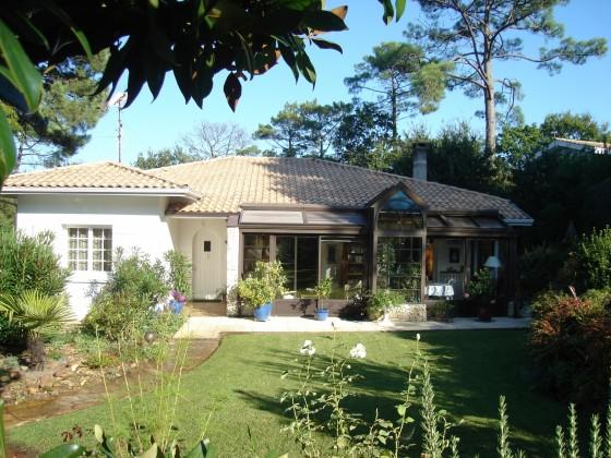 Villa située à Pyla sur mer avec beaucoup de potentiel quartier calme, environnement préservé 4 chambres, garage et atelier