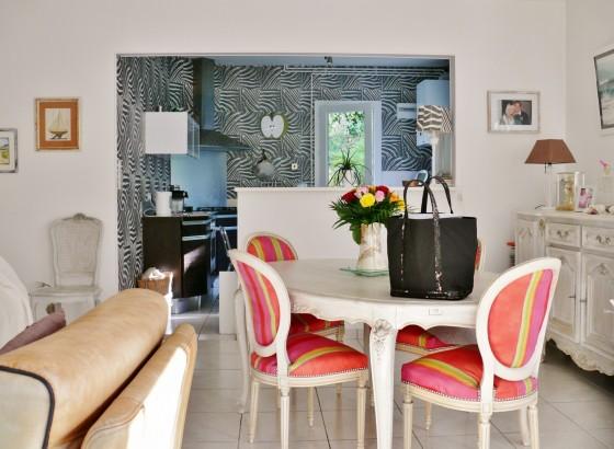 Villa de plain pied avec terrasse et jardin de 900 m2 à vendre à Péreire 33120 Arcachon