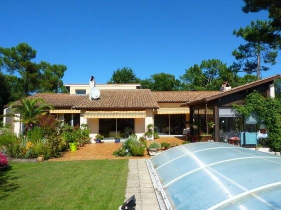 Pyla sur mer, HAUT PYLA, à vendre villa de construction traditionnelle avec piscine