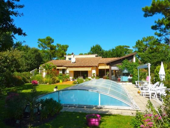 Au calme, Haut Pyla sur Mer, villa de 200 m2 habitables avec piscine chauffée et grand jardin paysagé