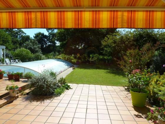 Villa de construction traditionnelle, 200 m2 habitables, piscine chauffée et grand jardin est disponible à la vente , secteur PYLA SUR MER 33115