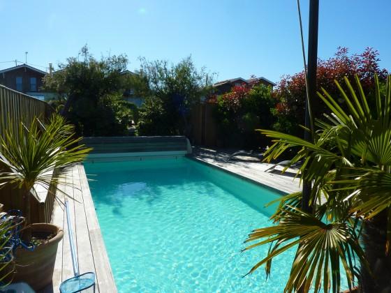 A proximité d'Arcachon, villa en bois de 240 m2 avec 6 chambres, piscine chauffée dans un cadre authentique