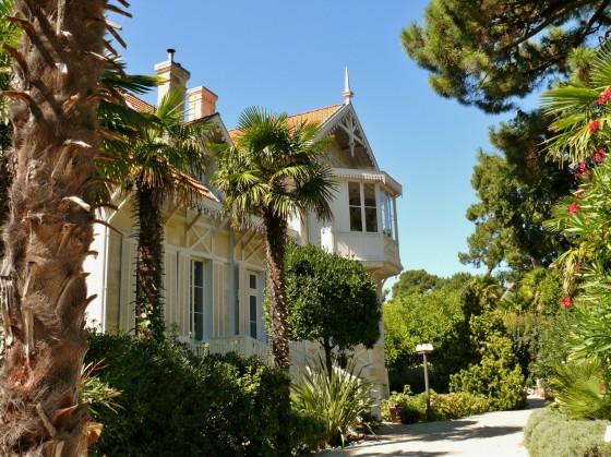 Dans un quartier classé d'Arcachon, demeure de prestige avec 7 chambres, prestations de qualité, piscine