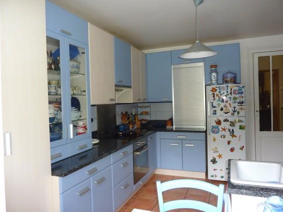 Cette villa située en Ville d'Hiver à Arcachon dispose d'une cuisine équipée et de 5 chambres