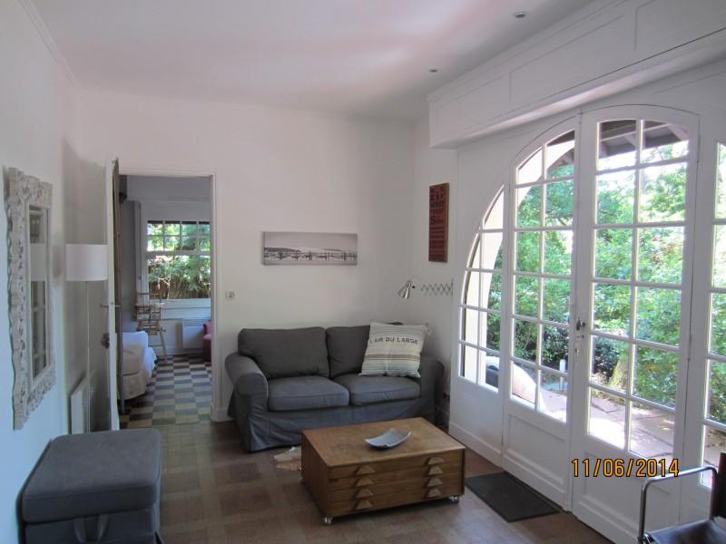 À vendre en plein centre du Moulleau le quartier chic et animé d'Arcachon, authentique petite villa avec 3 chambres