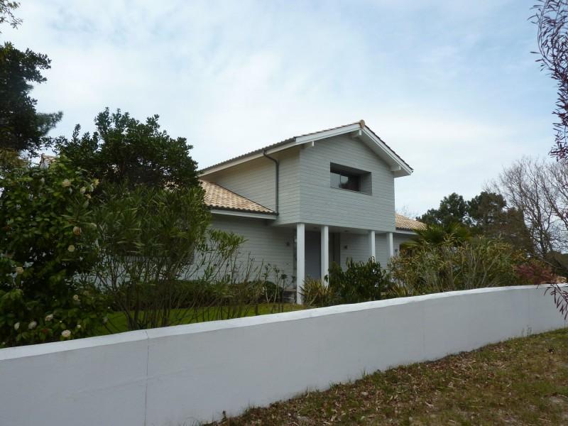 Prestations haut de gamme pour cette somptueuse villa d'architecte avec vue de toute part sur le Bassin d'arcachon