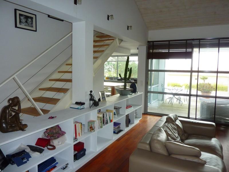 A acheter au PILAT, villa d'architecte contemporaine avec de beaux volumes et beaucoup d'espace, piscine, nombreuses terrasses