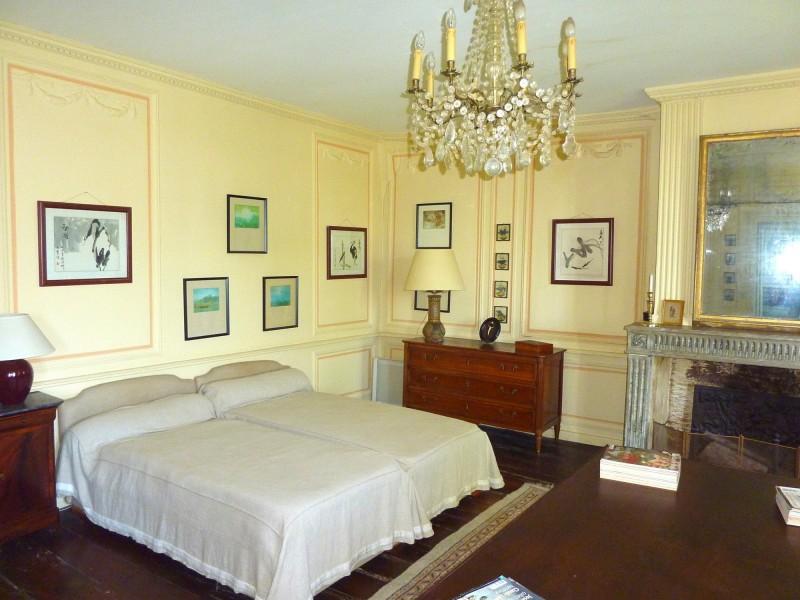 HOTEL PARTICULIER DU XVIIeme siècle sur immense parc arboré à acquérir sur le Bassin d'Arcachon