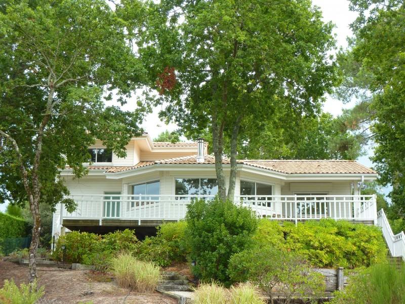 A vendre superbe villa moderne en bois de 4 chambres avec vue magnifique sur la mer