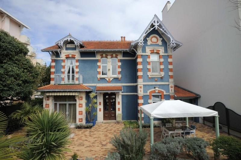 Vue directe sur le Port de Plaisance depuis cette villa de charme des années 30