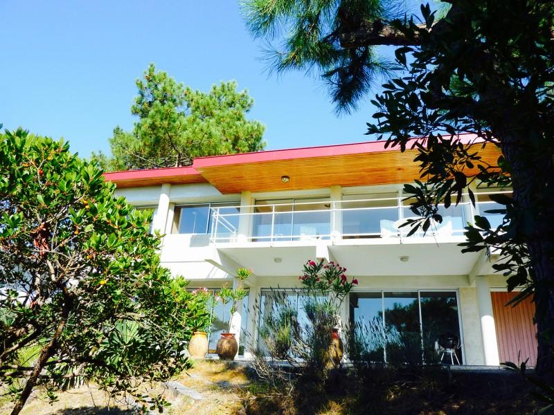 Villa située dans un quartier très recherché du Pyla car les villas bénéficient d'une très belle vue mer